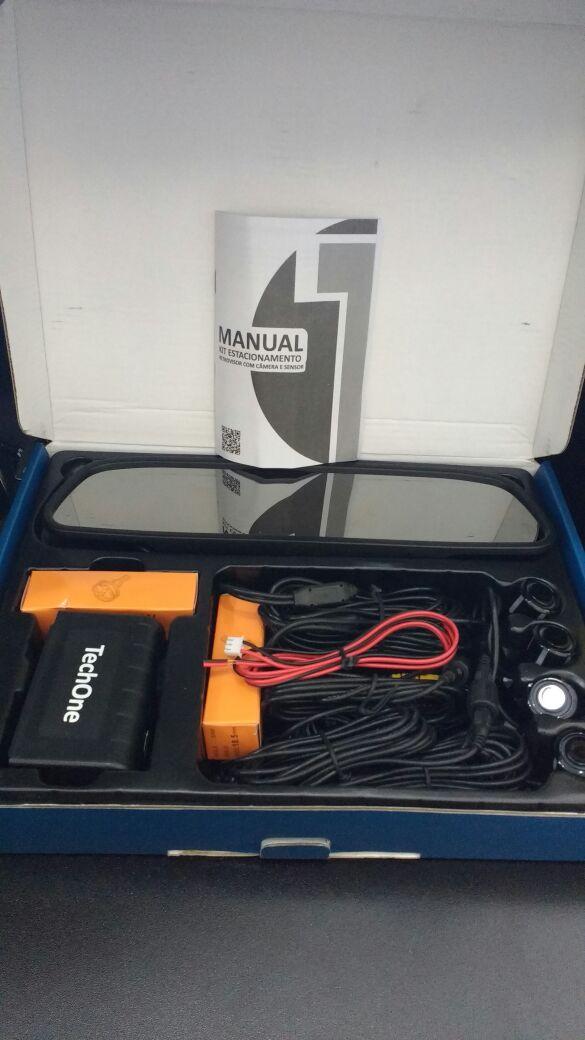 Kit estacionamento, retrovisor com câmera e sensores.